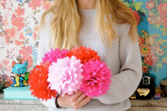 Bouquet de fleurs en papier pompoms en papier de soir DIY Hema Marioninette.com
